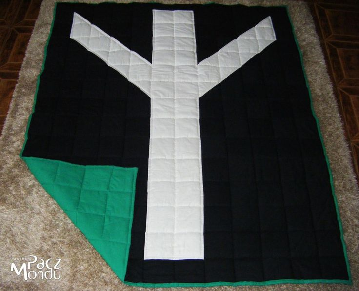 algiz quilt, nordic rune quilt, scandinavian patchwork, black and white patchwork