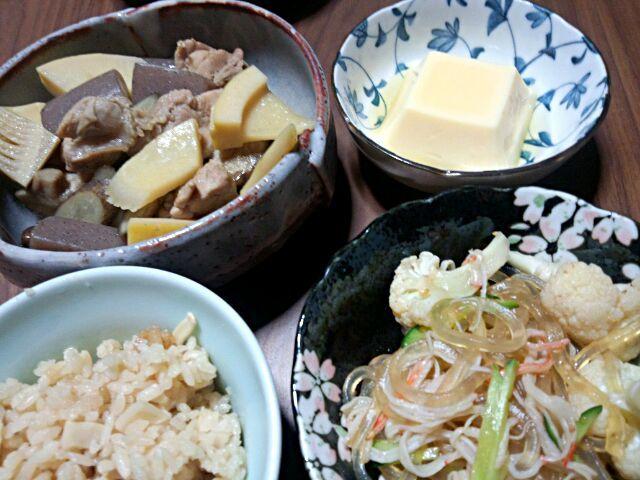 *筑前煮 *くずきりサラダ *卵豆腐 *たけのこご飯  人参が好きではないので、入れてません(´ー`) - 72件のもぐもぐ - 晩ご飯 by yukimaru218