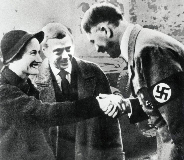 Negyvenöt+évvel+halála+után+még+mindig+kellemetlen+személy+a+britek+számára+Edward+windsori+herceg,+aki+egy+elvált+amerikai+nő+kedvéért+lemondott+a+trónról+–+főleg+nácibarát+megnyilatkozásai+miatt.+A+kew-i+Nemzeti+Archívum+nyilvánosságra+hozott+dokumentumai+bizonyítják,+hogy+1953-ban+Sir+Winston…