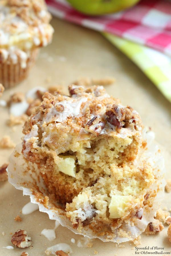 Apple Coffee Cake Muffins on Oh Sweet Basil by @spoonfulflavor