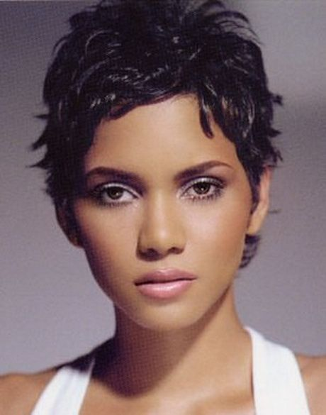 Coiffure cheveux tres courts Halle berry short hair