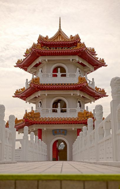 One of the twin Pagoda buildings in the Singapore Chinese gardens (by wade.mealing).