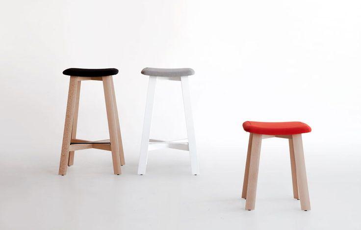BEVEL. Sohei Arao 2013 Colección de taburetes realizados con estructura de madera maciza de haya.