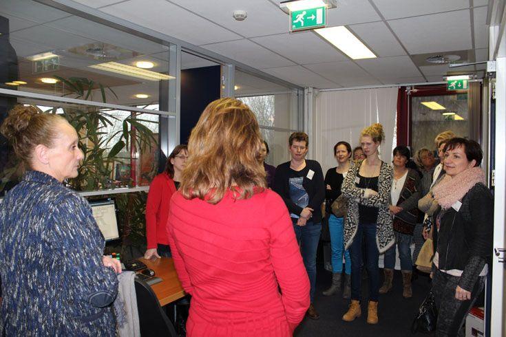 Tijdens een rondleiding door het NOA-Afbouwcentrum kon direct kennis gemaakt worden met alle medewerkers van het secretariaat van NOA, AFNL en Van Gorcom, de NOA-huisadvocaat.