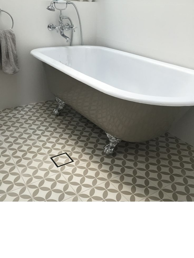 """5'6"""" Cast Iron Clyde Free Standing Bath, Vitreous Enameled interior White (fired 850C) external painted, feet Chrome Plated"""