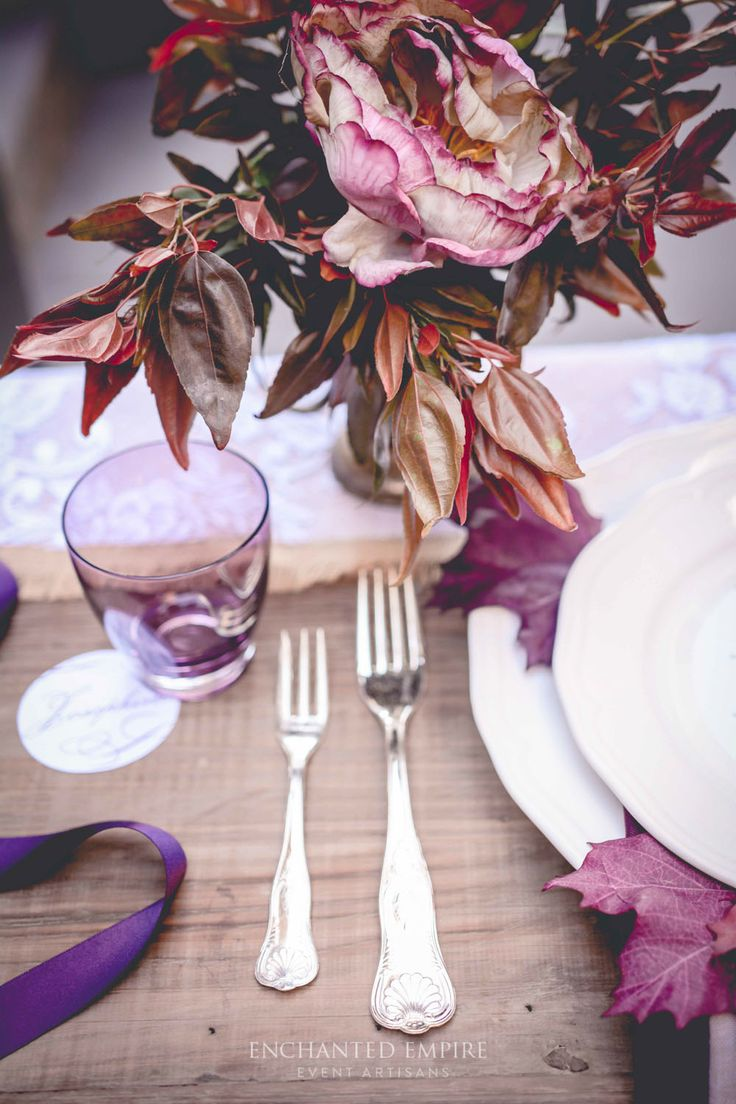 The elegant addition of the colour plum adds instant warmth to any event space. Especially suited to rustic or vintage styles using wood furniture and textured linens.