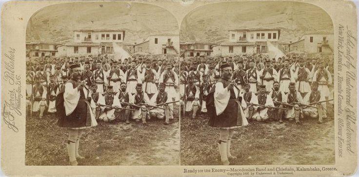 Ready for the enemy - Macedonian Band and Chieftain, Kalambaka, Greece. Μακεδονομάχοι με τα όπλα τους. Καλαμπάκα, γύρω στα 1897 Underwood & Underwood