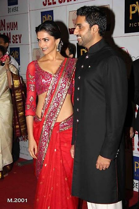 #DeepikaPadukone Red Pallu #Saree