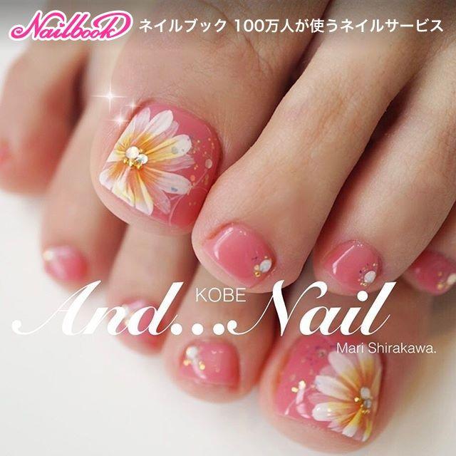 Toe nail art for summer