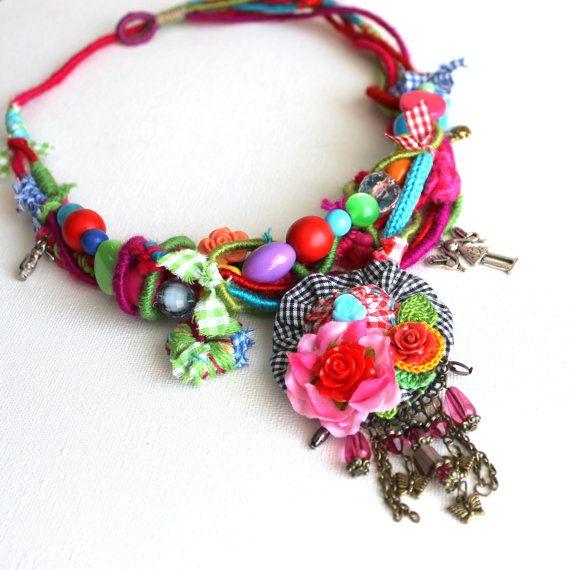 Carmelita. Statement colorful fiber choker hippie by GataValquiria