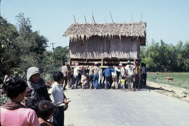 House moving by people power, 1986