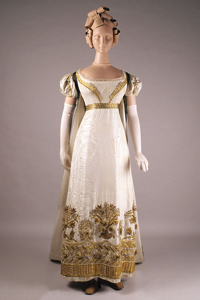 Front view of evening dress and court train, ca. 1815. KSUM 1983.1.2011 and KSUM 1986.97.28. Collection of the Kent State University Museum.