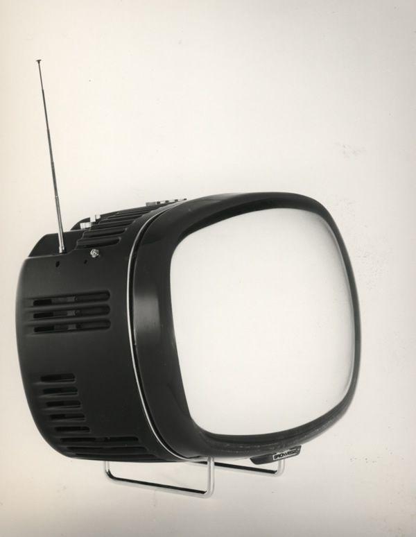 Brionvega Doney  Nasce dalla matita di Marco Zanuso e Richard Sapper il televisore Doney (1962), vincitore del Compasso d'Oro. Si tratta del primo televisore completamente transistorizzato d'Europa. E' un perfetto esempio di immagine razionalista.
