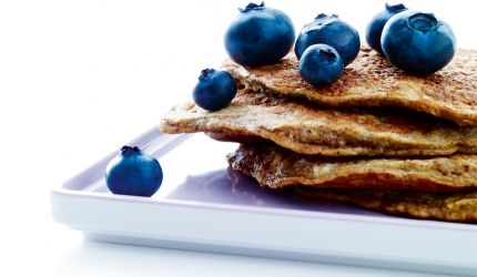 Mad med protein: Bananpandekager med blåbær | I FORM