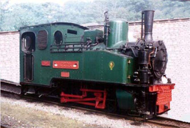 Locomotora nº 32  Henschel  020T , restaurada, fondo Juan Manero http://www.spanishrailway.com/wp-content/uploads/image024-668x449.png