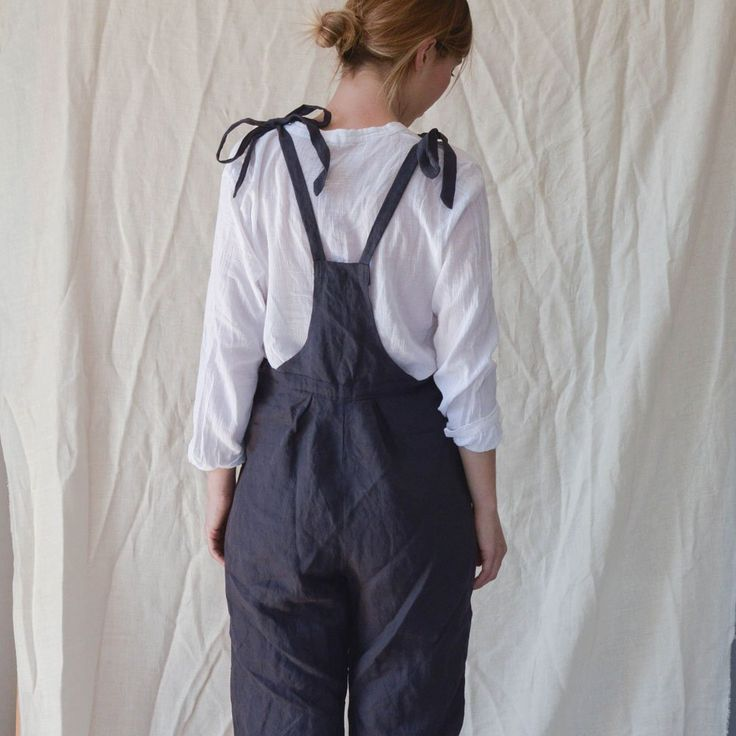 Linen%20high%20waist%20dungarees.It%20has%20a%20hand%20crocheted%20button%20closure%20on%20the%20left%20side.Knottable%20shoulder%20straps.%20Size%20S/MAvailable%20only%20in%20brown%20color.100%%20LinenPlease%20wash%20at%2030%C2%B0C.%20...