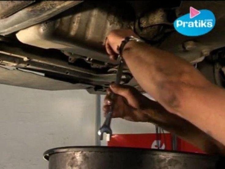 Rémy Buhler, dans cette vidéo, vous explique comment faire une vidange vous-même !Une vidange sert à changer l'huile de sa voiture. Pour cela, il faut vous munir d'un gros récipient pour récupérer l'huile usée, d'une clé adapté, d'un joint de vidange neuf et bien sûr de l'huile neuve, pour la remplacer.A bientôt pour d'autres vidéos !