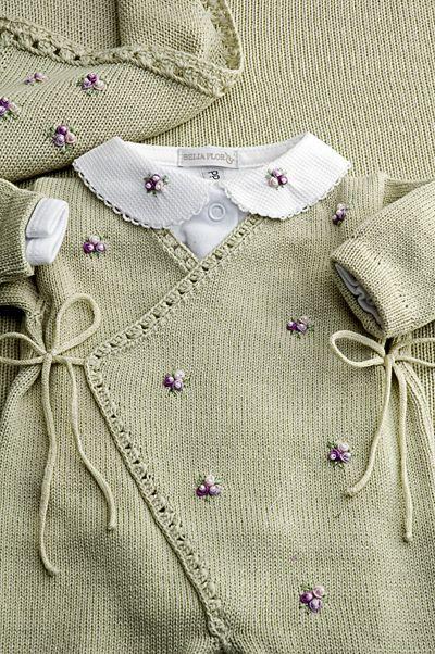 Cashquere verde, com bordados mini flores lilás, bom body gola também bordada e manta coordenada = Um luxo para sair da maternidade! | Flickr - Photo Sharing!