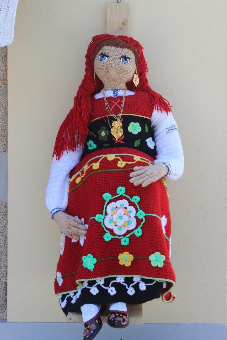 Le Crochet A Inondé Les Rues D Un Village Portugais Et Le Résultat En Est Pure Créativité Crochet Créativité Village
