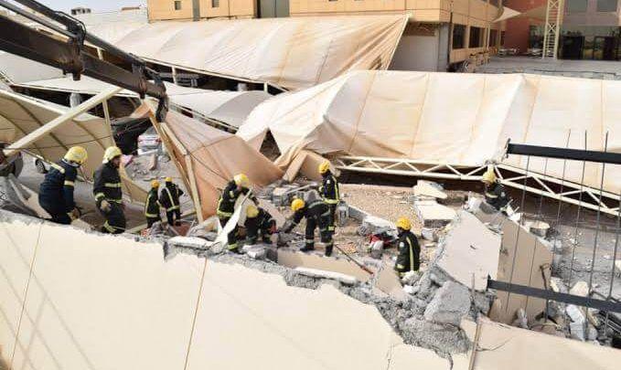 انهيار سقف المواقف الجنوبية لمبنى جامعة المعرفة وفريق الإنقاذ يقوم باللازم