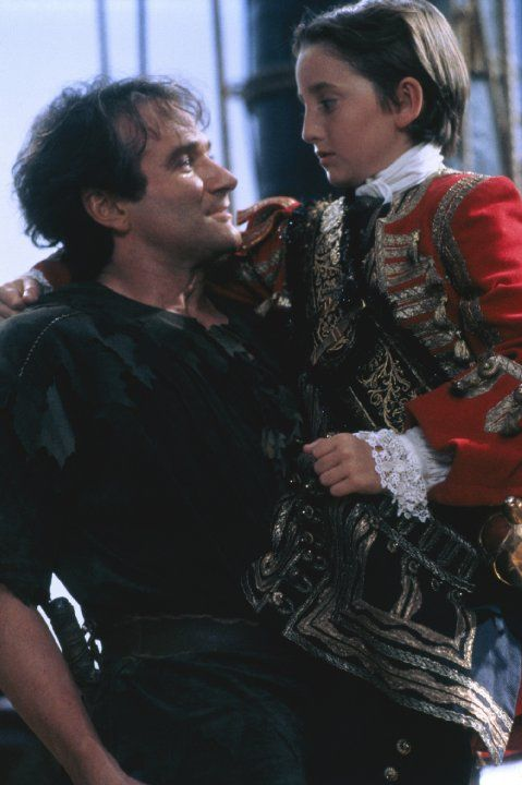 Still of Robin Williams and Charlie Korsmo in Hook (1991)