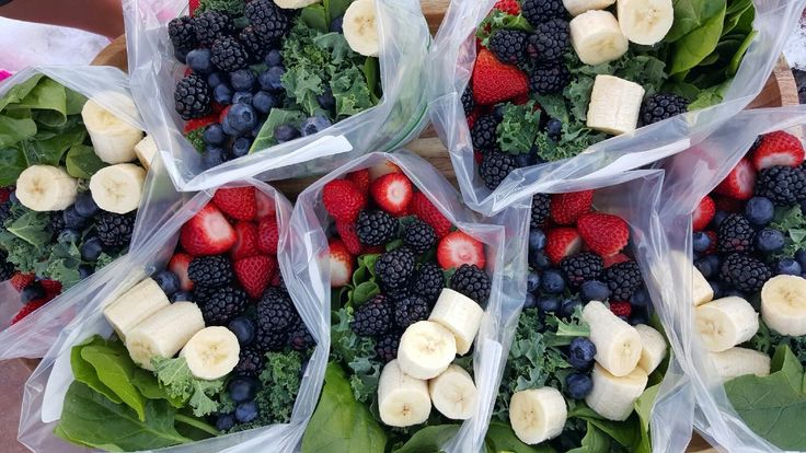 Pre-Prepped Green Smoothie Baggies  http://cleanfoodcrush.stfi.re/green-smoothie-packs/