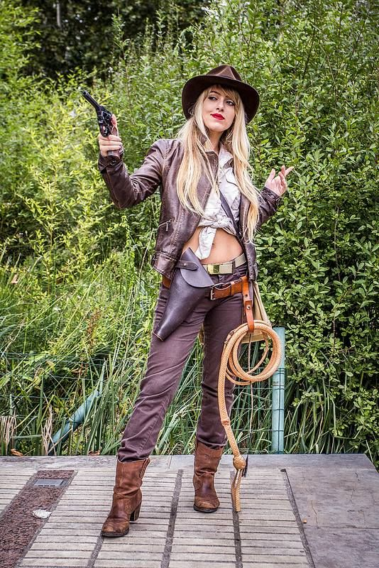 747925726f182 Lily Jones. Indiana Jones. Cosplayer  Ophelie Jones  aka  Lily On The Moon.  From  Paris