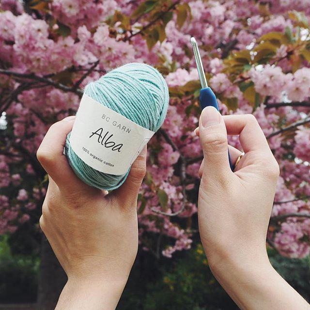 Never not crochet!  #hækle #crochet #hæklenål #crochethook #økologisk #garn #ecoknittingdk #organic #yarn #sakura #paris #france #inspiration #travel #travelgram #tagsforlikes #vsco #vscocam #vscogood