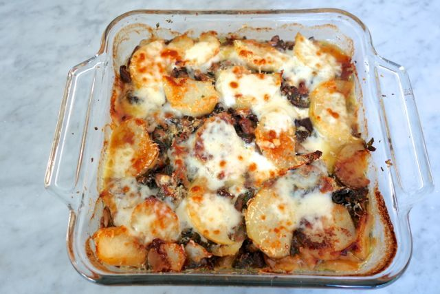 For all those cheese and mushroom lovers out there, here's a simple recipe that fuses both loves.Layers of potatoes, mushrooms and cheeses baked till the mozzarella on the top becomes golden brown. This makes a good side dish but can also serve as a meaty main dish as well. Serve witha raw salad on the side.[puregallery exclude=7608, 7607, 7606 order=asc orderby=menu_order] photos coco zordan