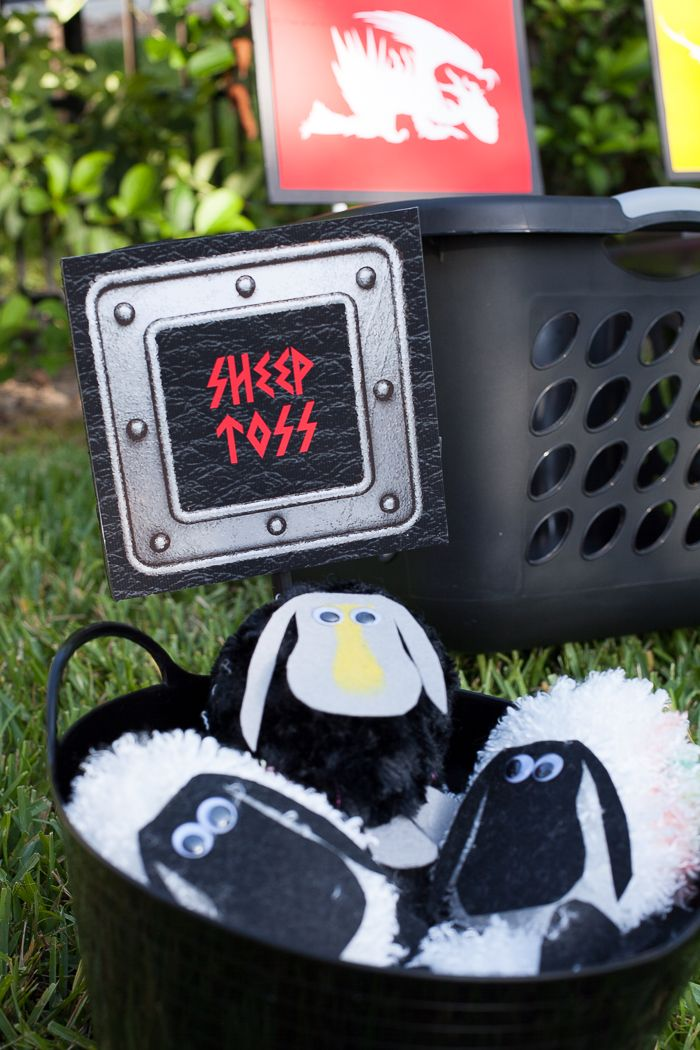 Super cute party idea: How To Train Your Dragon sheep toss game. #hhtyd2 #toothless #sheep