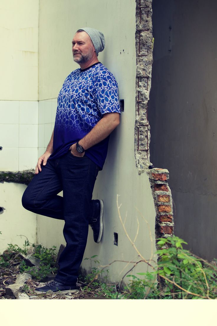 From our Paisley Collection - check it out on... the3bears.online -Tag a guy who would look good in one of these shirts and inspire them! the3bears.online New tropical collection out now. #plussizemensclothing #plussizeshirts #mensplussizefashion visit www.the3bears.online