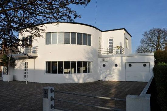 1930s Oliver Hill-designed five bedroom art deco house in Frinton-On-Sea, Essex