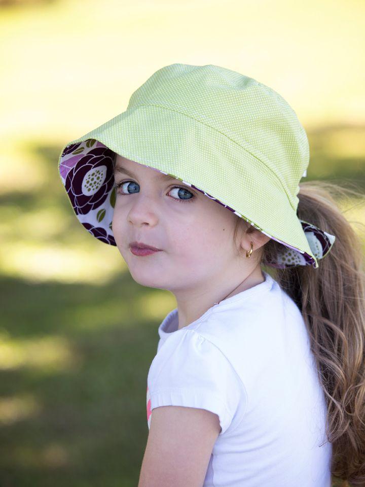 Reversible ponytail hat green spots