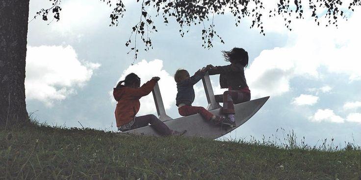Mam trójkę dzieci. Dwie cudowne dziewczynki i wspaniałego chłopca. Żyjemy bez przeczucia przekroczenia jakiejś normy społecznej. Jednak co krok próbuje się nam przypomnieć, że trójka...