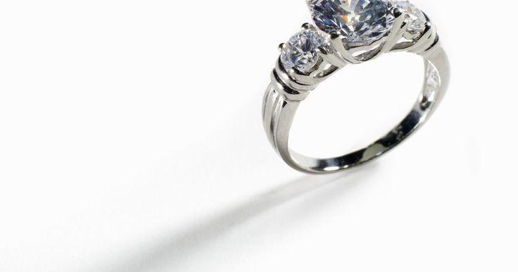 Guardias de anillos para reducir su tamaño. Los guardias de anillo se utilizan para reducir el diámetro interior de un anillo, para que sea más pequeño. Los guardias de anillo se conocen por muchos nombres: abrigo de anillo, protector de anillo, medidor de anillo, reductor de tamaño de anillo, cuentas de dimensionamiento, bolas de tamaño, inserciones elásticas o ajustador del tamaño del ...