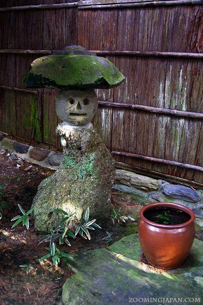 A really cute stone lantern I found in Uwajima City (Ehime Prefecture).