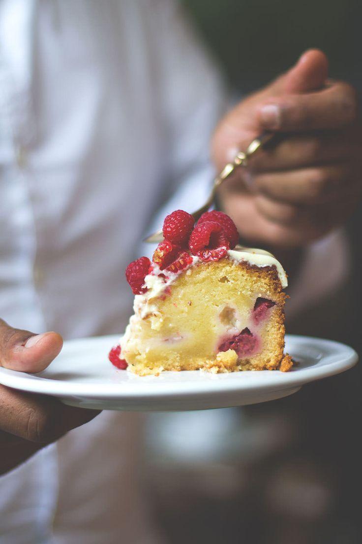 Landpartie: Mud Cake mit weißer Schokolade und Himbeeren | moeyskitchen.com