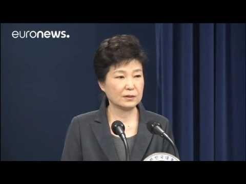 Corea del Sud  a Seul una folla oceanica chiede le dimissioni di Park Ge...