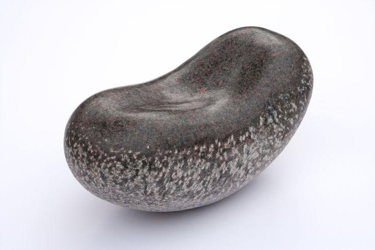 OBJEKT. Granit. 30 x 15 x 15 cm.