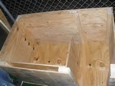 This is how every dog house should be set up for cold/chilly weather.