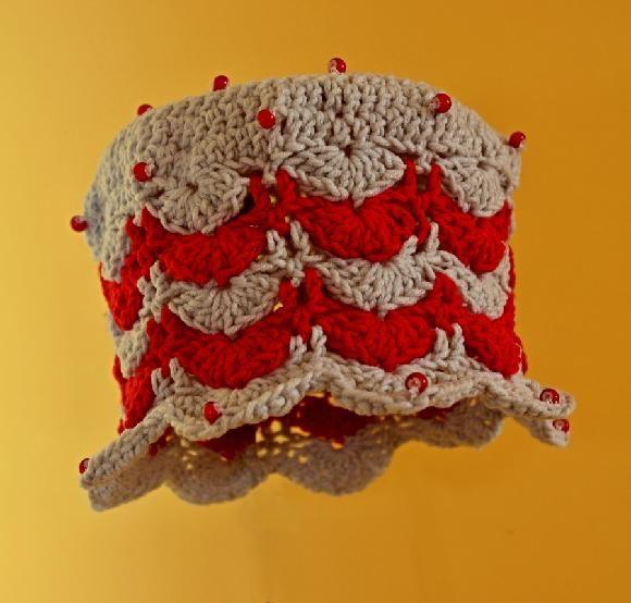 Šedo-červená s korálky