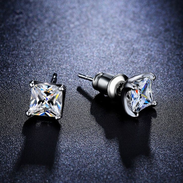 White gold platedcubic zirconia earrings that shine like real diamonds! High quality copperalloyplated with white gold.   Available payment methods: