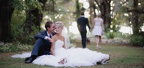 Love how beautifully relaxed this bride is!