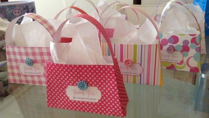 Mini-purse lollie bags http://colorandlove.com/mini-purse-lolly-bag/