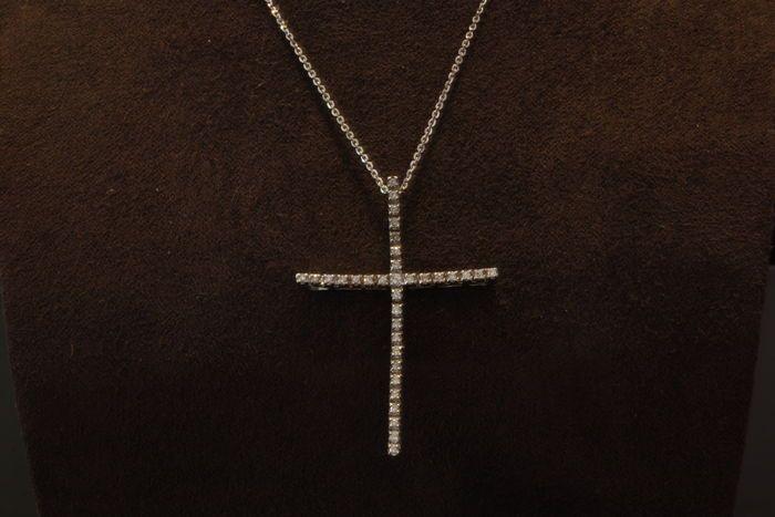 Kruishanger - 18 kt Witgoud - Witte natuurlijke diamant ct.040 VVS/F - Nieuwe Collectie 2017  Kruis hanger - White Gold 18 K - witte natuurlijke Diamond 040 Ct.Nieuwe collectieWitte losse diamanten: Ct. 040Zuiverheid: VVSKleur: FGoud: 18 KGram: 690Misure: 47 Cm.Garantie: EternityConditie: NIEUWAdviesprijs: Eur 12.900 ooVak documentatie garantieOns bedrijf: 156 jarenlange geschiedenis elegantie klasse verfijning Dependable.We kiezen voor alle de stenen met de zorg en het onderhoud van de…