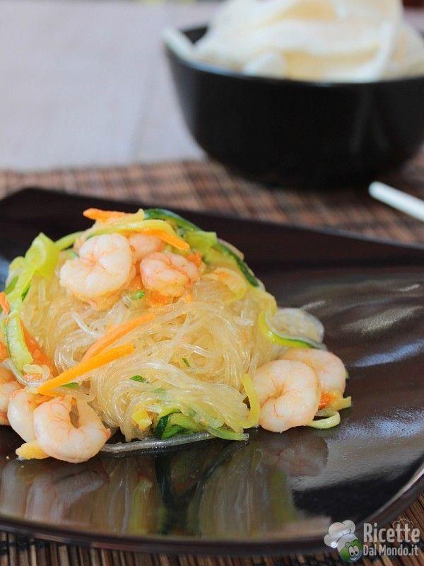 Come fare gli spaghetti di soia con verdure e gamberetti