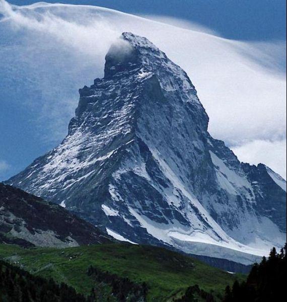 Spectacular Chalet in Switzerland Watching Over the Iconic Zermatt (2)