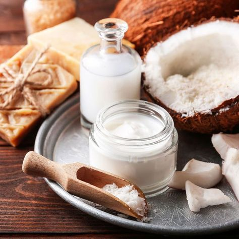 DIY-Rezept für selbst gemachte Kokosöl Creme gegen Augenringe mit nur 4 Zutaten - beseitigt dunkle Ränder und Schatten unter den Augen ...