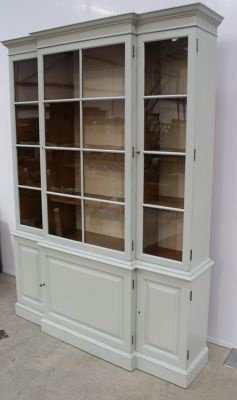 This is the bookcase I want for the kitchen!!