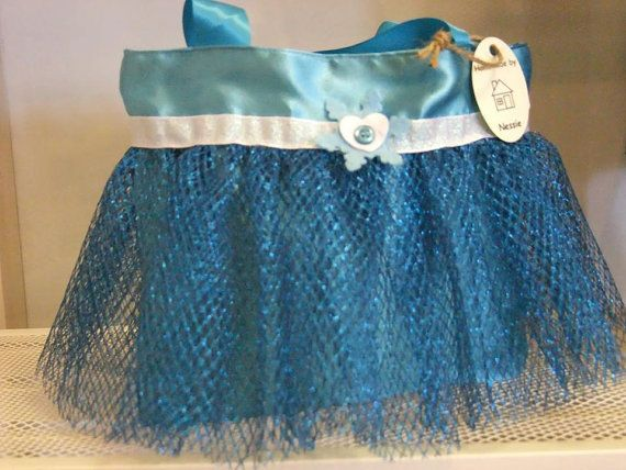 A cute teal satin tutu princess bag inspired by Frozen. Measures approximately 26x27cm and has two small handles. A matching dress up princess apron is also available.  This item is custom made to order so please allow 2 weeks for making and then upto a week for delivery. Orders will be posted using myHermes and a tracking number will be supplied once dispatched.